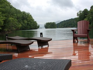 Beautiful new Lake Nantahala home w/ large Brazilian hardwood doc