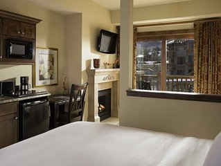 Christmas at Sunrise Lodge, Ski In/Out Studio Unit, Available Dec 19 - 26, 2020