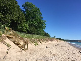 Amazing secluded cottage in Sleeping Bear Dunes - private beach on the lake