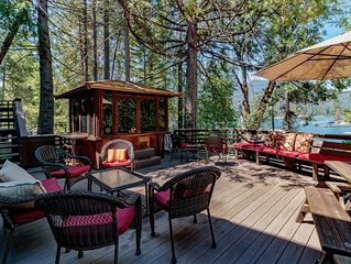 Stunning Large Lake Front Home with Private Boat Dock & Spa
