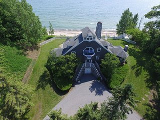 Lakefront retreat on the beach 'Merrihill'