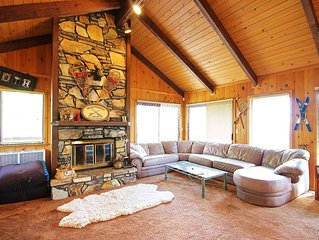 Spacious 3-bedroom Bass Lake house includes a boat slip! Close to Yosemite