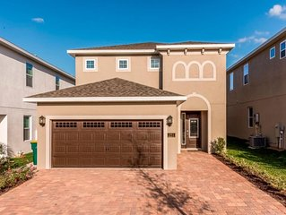 10 minutes from DISNEY! Wonderful and modern 5 bedrooms on Encore at Reunion