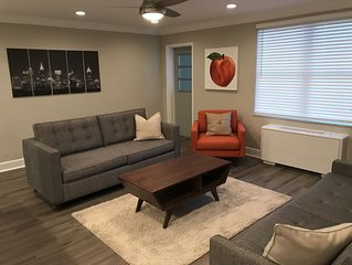 Modern 1 bed 1 bath 2 sleeper sofa condo in the heart of Downtown Atlanta