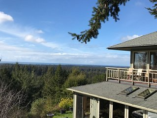 Amazing panoramic views and deck to watch from