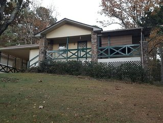 Cozy 2 BR house in Fairfield Bay, AR. Perfect for a quiet getaway or family vaca
