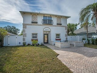 Vanderbilt beach/Naples Park, 3 bed- 3 bath home with luxury pool and spa oasis