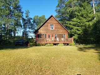 Red Dog Lodge - Beautiful Riverfront Chalet - Sportsperson's Paradise
