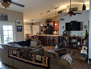 Quiet Neighborhood Home with easy access to Phoenix sports facilities