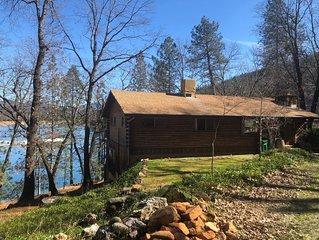WATERFRONT Log Cabin on Lake Shasta