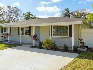 Fully Remodeled Siesta Key/Sarasota Beach House-2 mi from the Beach