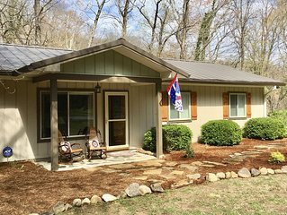 Rollin' on the River-Cozy riverfront home in Chimney Rock!