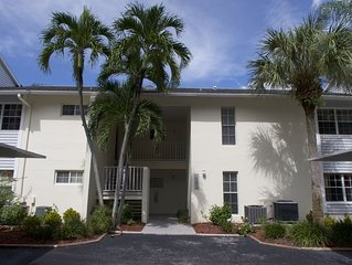 Beautiful condo in Gulf Harbor Yacht Club just MINUTES from the beach!