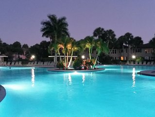 Beautiful 2 BR/2 BA, Huge Heated Pool, 3 Miles to Downtown 5th Ave & The Beach