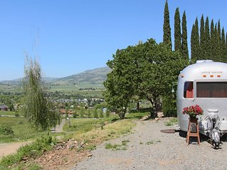 Gorgeous custom Airstream with spectacular views only 4 mi. to Ashland