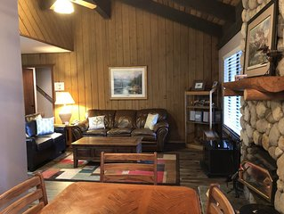 Rustic Sunshine 2B+Loft/3BA Near Village + Eagle!