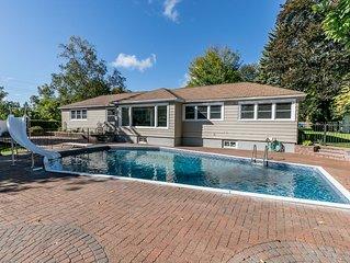 SaMa Waterfront Cottage (45 min drive from Toronto)
