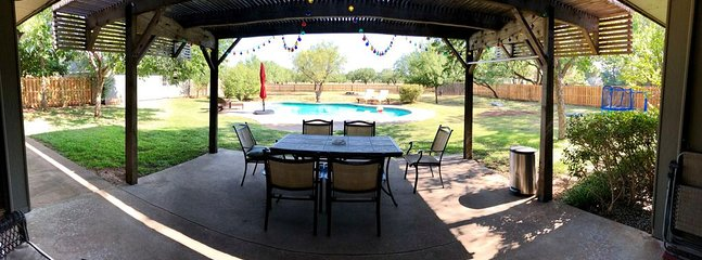 Peace, quiet and relaxation in this back yard!