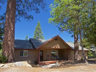 Beautiful 3 bedroom home tucked in the cedars, 20 minutes from Yosemite!