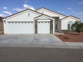 BEAUTIFUL, CLEAN, VIEW HOME!  Backs up to BLM land! shop, golf, river 5 min away