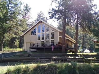 Contemporary/Rustic cabin in the tree-lined shores of Lake Cascade