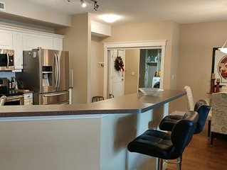 Room For Everyone With Over 1500 Sq. Ft, 2 Bed Plus Den At Discovery Bay Resort