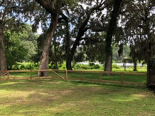 Lakefront escape 20 minutes to FSU campus/downtown Tallahassee