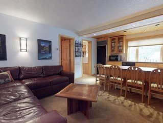Gorgeous 2 Bedroom Vail Village Condo, Villa Valhalla #12. - free parking
