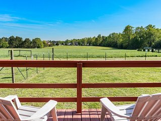 Dog Friendly Bungalow In Rural Setting Close To Downtown Raleigh and NC State.