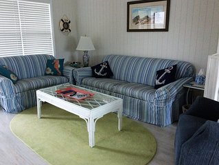Bright and Beachy 3 Bedroom/2 Bath Condo.