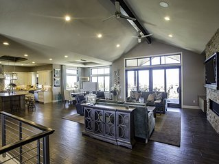 Luxury home, with views! USAFA Graduation or Parents' Weekend.