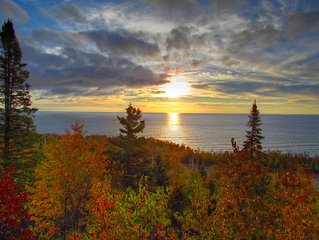 Unparalleled 180-degree Views of Lake Superior, 200 feet above the water!