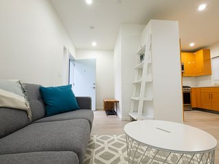 Tranquil Oasis in the City - NEW Bright Modern Private Laneway home.