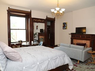 Harlem Salon - A gracious studio apartment close to Central Park and Columbia U.