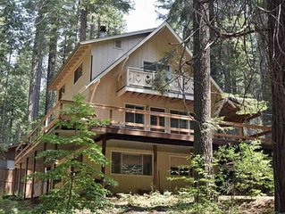 Little bit of heaven at the Timber Wolf Lodge. 4 bed/2 ba in gated Sierra Park.