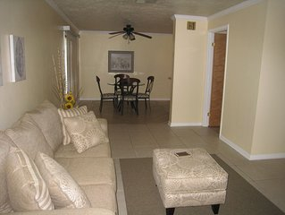 NE Ocala Newly updated 2/2.5 Townhome