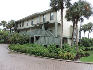 Pine Island Condo in beautiful Bokeelia, Florida 2 bed, 2 1/2 bath, w/boat dock