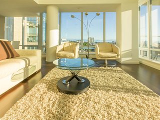 Panoramic Views from 12th Floor Luxury Condo, AC, Pool and Parking