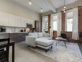 BRIGHT Modern 1BD+FREE Valet Parking & Amenities