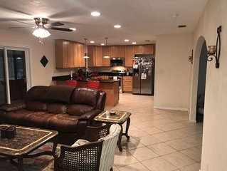 Updated, roomy 3/2 house near UF, Shands, NFRMC, VA, I-75, and natural springs