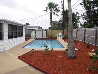 Beautiful tropical themed pool home walking distance to Beach and shopping store