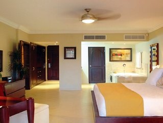 Lifestyle Resort Chairman's Circle - Studio Presidential Suite VIP Gold Bands