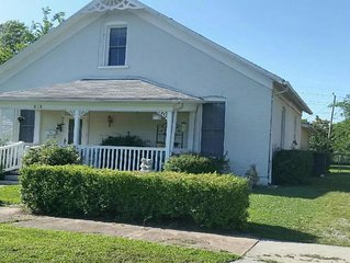 Sleeps 9.  Spacious home w/large fenced back yard.  Fully-equip kitchen/laundry.