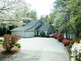 Lake Hartwell lakefront home near Clemson University baseball and other events
