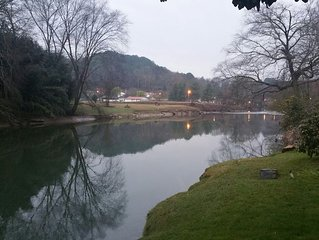 Cozy 1940 Toccoa River Front Cottage in Downtown McCaysville