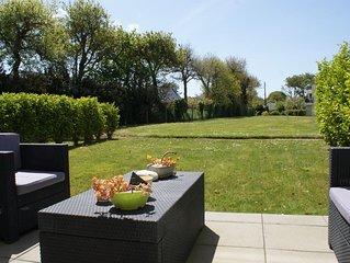 PL 15  Bel appartement en rez de jardin avec plage du Trez Hir à 300m