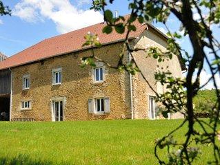 Ancienne ferme renovee, charme, detente au coeur de la nature du plateau du Jura