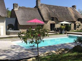 Chaumiere authentique en pierres avec piscine et spa renovee en 2018