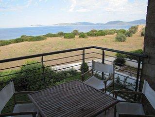 Vue remarquable sur la baie d'Alghero et le parc regional de Porto Conte.