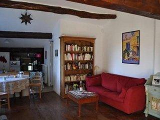 Charmant appartement dans mas provencal, avec grande piscine, pres d' Avignon